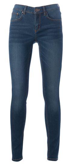 Ihonmyötäiset farkut ovat jokaisen naisen vaatekaapin helmi. Ne puetaan helposti niin korkkkareiden, kuin tennareidenkin kanssa. 34,95€ Skinny, Pants, Fashion, Trouser Pants, Moda, Fashion Styles, Thin Skinny, Women's Pants, Women Pants