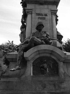 Monumento a Magallanes -Plaza de Armas (vista Indio Ona)