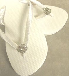 "The original caption: ""flip flops for beach wedding . More like, ""white trashy. Handmade Wedding Favours, Beach Wedding Favors, Unique Wedding Favors, Trendy Wedding, Dream Wedding, Wedding Ideas, Summer Wedding, Bridesmaid Flip Flops, Beach Bridesmaids"