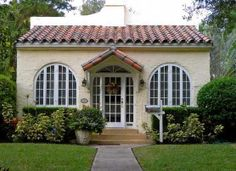 CG historic home. Miami style CG historic home. Spanish Revival Home, Spanish Style Homes, Spanish House, Spanish Colonial, Coral Gables Florida, Spanish Architecture, Landscape Architecture, Hacienda Style, Florida Home