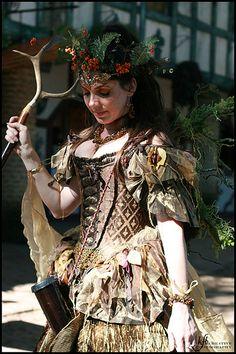 Beautiful- love the wings! Renaissance Pirate, Medieval Costume, Renaissance Fairy Costume, Celtic Christmas, Christmas Fairy, Fantasy Costumes, Cosplay Costumes, Renissance Festival, Drindl Dress