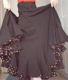 Se coudre une jupe pour le flamenco. Plusieurs possibilités dont une hyper simple chez http://zapatosardientes.canalblog.com/archives/2006/05/23/1937349.html