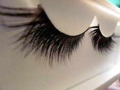 Love false eyelashes<3