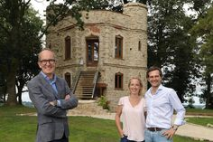 Pictured: Grand Designs' Kevin McCloud with Jimmy Fernandez and his wife Mimi, the couple . Kevin Mccloud, Unusual Buildings, Luxury Cabin, Unusual Homes, Planning Permission, Unique Hotels, Air B And B, Luxury Travel, Luxury Hotels