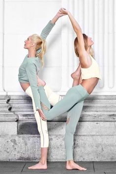 Nail your apex pose in the performance-enhancing Entwine Legging. Moisture-wicking fabric keeps you cool on the fly, while playful lace detailing on the legs adds instant chic. - Engineered to lift…MoreMore Poses Gimnásticas, Couples Yoga Poses, Acro Yoga Poses, Yoga Poses For Two, Partner Yoga Poses, Yoga Poses For Beginners, Two Person Yoga Poses, Yoga For Two, Yoga Fitness