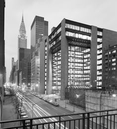 Image 1 of 16 from gallery of AD Classics: The Ford Foundation / Kevin Roche John Dinkeloo and Associates. Photograph by Ezra Stoller/Esto New York Architecture, Classical Architecture, Interior Architecture, Eero Saarinen, Renzo Piano, Frank Lloyd Wright, Ford Foundation, Brutalist Buildings, The Great
