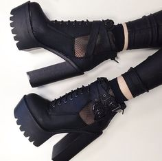 shoes boots grunge 5 seconds of summer black black heels grunge shoes Platform High Heels, High Heel Boots, Heeled Boots, Shoe Boots, Shoes Heels, Heels Outfits, Platform Ankle Boots, Goth Platform Shoes, Boot Heels