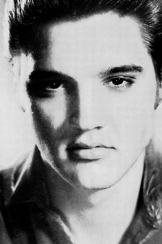 Uploaded by Wallflower. Find images and videos about Elvis Presley on We Heart It - the app to get lost in what you love. Elvis And Me, Graceland Elvis, Young Elvis, Elvis Presley Photos, Classic Movie Stars, Famous Singers, Rhythm And Blues, Famous Faces, Country Girls