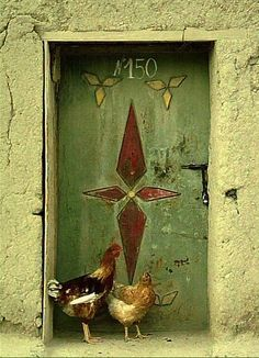 A door with chickens ♥