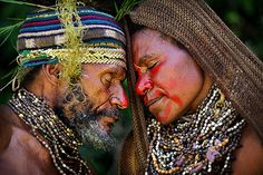 Courtship ritual, Western Highlands, Papua New Guinea (Timothy Allen)