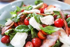 Macaroni Chinois, Salade Caprese, Healthy Recipes, Healthy Food, Chicken, Couple, Meal Prep, Cherry Tomatoes, Salads