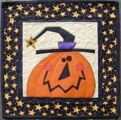 Feeling Witchy pattern from Bloomin' Minds, one of several great mini quilt patt… – Carpe Diem Willkommen Halloween Quilts, Halloween Quilt Patterns, Mini Quilt Patterns, Halloween Applique, Halloween Sewing, Fall Sewing, Applique Patterns, Applique Quilts, Fall Halloween