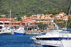 Den Frühling vertrödeln auf einer Yacht in Sardiniens Costa Smeralda