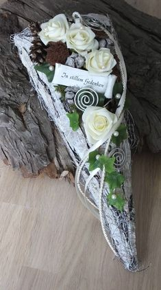 Creative Flower Arrangements, Funeral, Quilling, Diy And Crafts, Beach, Day Of Dead, One Day, Hearts, Flowers