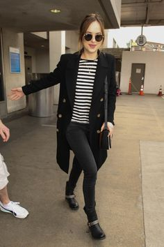 Dakota Johnson Photos Photos: Dakota Johnson is Seen at LAX - 3386 3386 - Styles Cool Dakota Johnson Street Style, Dakota Johnson Hair, Dakota Style, Dakota Mayi Johnson, Trent Coat, Celebrity Look, Models, Capsule Wardrobe, Winter Fashion