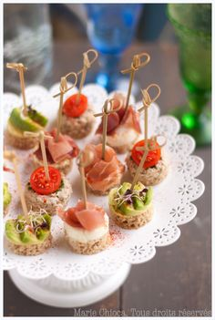 """For all your toasts and picnics of """"when y& beau . by Marie Chioca Mini Appetizers, Finger Food Appetizers, Holiday Appetizers, Finger Foods, Appetizer Recipes, Snacks Für Party, Appetisers, Food Presentation, High Tea"""