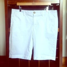 "Selling this ""$14 Banana Republic white Bermuda shorts Sz 14"" in my Poshmark closet! My username is: divainjeans. #shopmycloset #poshmark #fashion #shopping #style #forsale #Banana Republic #Pants #white #bermuda #shorts #size #14 #bananarepublic"