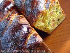 Adina's kitchen & travel: Cozonaci cu stafide si rahat Romanian Food, Romanian Recipes, Good Food, Yummy Food, Pastry And Bakery, Loaf Cake, Gordon Ramsay, Deserts, Dessert Recipes