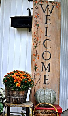 Serendipity Refined: Fall Harvest Porch Decor with Reclaimed Wood Sign - Pallet Decor Fall Wood Signs, Fall Signs, Wooden Signs, Front Porch Signs, Manualidades Halloween, Wood Front Doors, Welcome Fall, Pintura Country, Painted Pumpkins