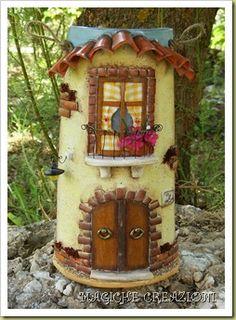 Immagine blog 230                                                                                                                                                                                 Más Tile Crafts, Fairy Garden Houses, Clay Tiles, Roof Tiles, Fairy Doors, Diy And Crafts, Outdoor Decor, Handmade, Painting