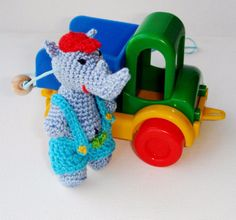 Breastfeeding+necklace+Rhinoceros+toy+from+MiracleFromThreads++by+DaWanda.com