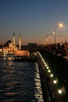 İstanbul'da Galata Köprüsü