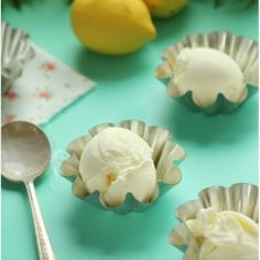 Learn how to make the best Lemon Frozen Yogurt in the entire planet - fun video tutorial .