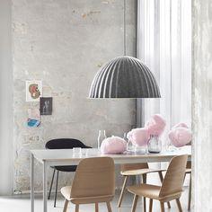 Se vuoi una lampada a sospensione elegantemente sofisticata Under The Bell è quella giusta per te. La lampada a sospensione Under The Bell è moderna e...