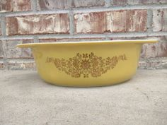 Check out this item in my Etsy shop https://www.etsy.com/listing/228419178/vintage-pyrex-043-gold-garland-golden