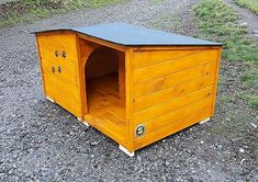 Use Pallet Wood Projects to Create Unique Home Decor Items Wood Dog House, Pallet Dog House, Cool Wood Projects, Diy Pallet Projects, Pallet Ideas, Wood Ideas, Woodworking Projects, Decor Ideas, Pallet Home Decor