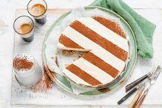 De bodem van deze zalige glutenvrije cheesecake bestaat uit dadels en cashewnoten - Recept - Vanille-kaneelcheesecake met dadel-notenbodem - Allerhande