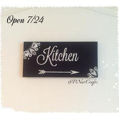 Mutfağa gider 🔪 #ahsapboyama #kitchen #mutfak #pano #tabela #elboyama #handmade #siyahbeyaz #dekor #dekorasyon #evdekorasyonu #kisiyeozel #ozeltasarim #tasarim #hediye #siparis #pinarcrafts