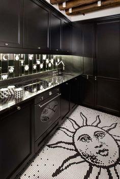 we do design.pl - Lifestyle Interior Design : Paris St Honore Bisazza, Opus Romano, Black and white floor, sun, soleil, noir et blanc cuisine, biało czarna kuchnia, słońce, Fornasetti, geometric pattern, kitchen, cuisine, kuchnia
