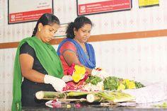 Girls Working in Cemetery - Aval Vikatan | மயானப் பணியில் மங்கையர்கள்! | அவள் விகடன் - 2015-12-29