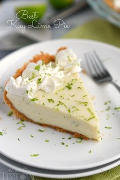 TheBest Key Lime Pie recipe EVER! Tart and sweet and incredibly easy, this Key Lime Pie is sure to be a family favorite! A delicious graham cracker crust filled to the brim with an incredibly creamy filling that is just so quick to make! 13 Desserts, Green Desserts, Delicious Desserts, Dessert Recipes, Yummy Food, Lemon Desserts, Summer Desserts, Christmas Desserts, Best Key Lime Pie