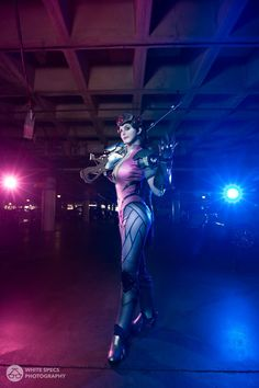 Videogame: Overwatch. Character: Widowmaker. Cosplayer: Tayla Barter  'aka' Kinpatsu. From: South Africa. Photo. White Specs. Event: Anime Expo, 2016.