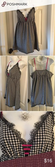 CACIQUE  Houndstooth Cotton Chemise Gown 18/20 Adorable cotton-blend sleep wear by CACIQUE. Cute black-and-white houndstooth pattern with black lace and hot pink details. Marked size 18/20 (listed as a 2X for PoshMark sizing). Excellent condition. Cacique Intimates & Sleepwear Pajamas