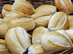 Confira dicas de panificação para fazer pão francês e outros tipos de pães em casa. Comer de forma mais natural e saudável vem se tornando um hábito e até mesmo uma necessidade entre as pessoas. Elas buscam fazer seu próprio alimento, sabendo ao... Hamburger, Bread, Natural, Cake Receipe, Homemade French Bread, Bread Types, Noodle, French Tips, Brot