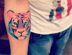 La geometría presente en la naturaleza se ha convertido en una tendencia de la moda, como en el caso de los elegantes tatuajes geométricos.