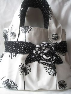 black and white (Diy Bag Camera) Diy Handbag, Diy Purse, Handmade Purses, Handmade Handbags, Patchwork Bags, Quilted Bag, Sacs Tote Bags, Bag Sewing, Denim Bag