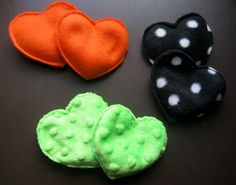 Homemade Hand Warmers - use cotton flannel and thread - could double layer the outside. - rice or flax and lavender oil