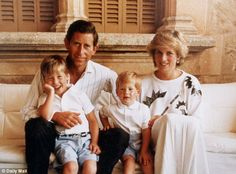 Christmas Card From The Prince And Princess Diana In The Picture Shows Prince Charles Princess Diana (diana Princess Of Wales Died August Prince William And Prince Harry On Holiday Together In Spain. Princess Diana Family, Princes Diana, Royal Princess, Prince And Princess, Princess Of Wales, Lady Diana Spencer, Diana Son, Prince Charles Et Diana, Prince William And Harry