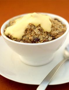 Jamie Oliver Apple crumble, it's the best! Fruit Recipes, Apple Recipes, Dessert Recipes, Cooking Recipes, Quick Dessert, Basic Apple Crumble Recipe, Apple Cobbler, Apple Pie, Apple Crumble Jamie Oliver