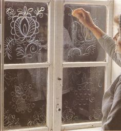 """Decorating with soap, Kostice na Podluzi, 1981. """"Uz jen zde a v nedalekych Tvrdonicich lze najit tuto pomijivou vyzdobu. Byvaji to tradicni ornamenty zname z vysivek--granatove jablko, tulipan, ruzice, vinny hrozen. Kresbu provedla o letnicich Marie Cyprisova."""" Source: Lidove umeni."""