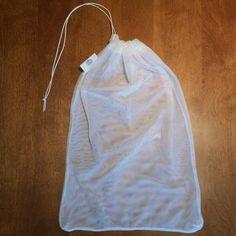"""Sac filet réutilisables 10"""" x 14"""" (36cm x 25cm), sac pour l'épicerie, sac pour fruits et légumes, sac à vrac, zéro déchet, fait au Québec.  Sac filet très résistant et léger, peut être utilisé pour l'épicerie, le vrac ou comme sac de lavage. Comme, Etsy, Grocery Bags, Wash Bags, Scrap Fabric, Couture Sac, Purse"""