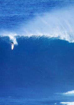 highenoughtoseethesea:  Makua Rothman, monster paddle at Peahi