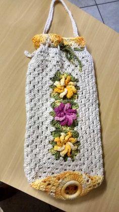 Puxa Saco de Crochê Diferente Passo a Passo: Gráfico – 30 Fotos - Artesanato Passo a Passo! Crochet Kitchen, Crochet Home, Love Crochet, Crochet Gifts, Diy Crochet, Crochet Square Patterns, Macrame Patterns, Crochet Designs, Knitting Projects