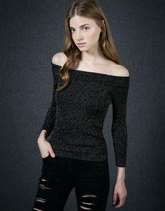 Jersey corto brillante. Descubre ésta y muchas otras prendas en Bershka con nuevos productos cada semana