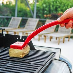 Grill Rescue is the world's best grill brush. Grill Rescue uses steam to clean your grill. I Grill, Clean Grill, Grill Grates, Clean Up, Cooking Gadgets, Kitchen Gadgets, Grill Brush, Best Bbq, Brush Cleaner