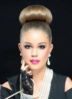 The high bun hairstyle is a simple style that can be a formal or casual updo for women. With the versatility of our hair texture, you can achieve various looks . Chignon Bun, Ponytail, Bun Hairstyles For Long Hair, Sleek Hairstyles, Hairstyle Men, Trending Hairstyles, Types Of Fade Haircut, Pageant Hair, Great Haircuts